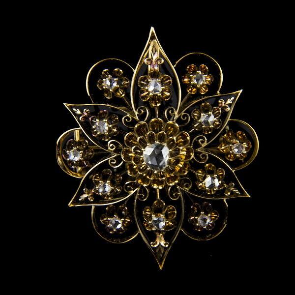 Gyémánt köves arany bross