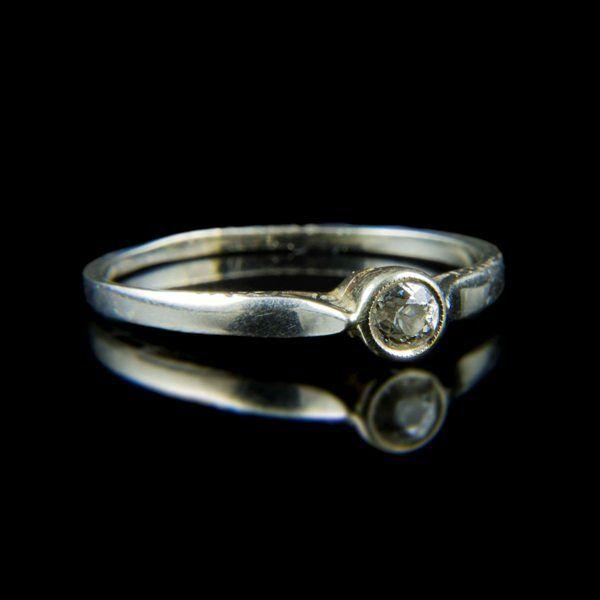 Eljegyzési gyűrű gyémánt kővel (0.10 ct)