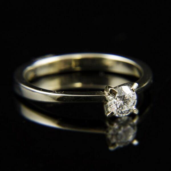 14 karátos fehérarany eljegyzési gyűrű gyémánt kővel (0.41 ct)