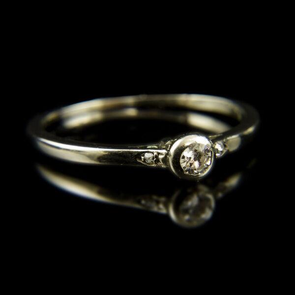 14 karátos fehérarany eljegyzési gyűrű régi csiszolású gyémánt kővel (0.09 ct)