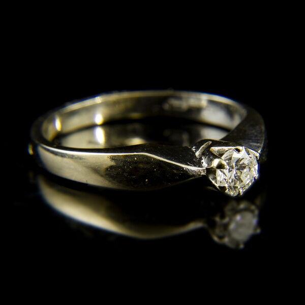 14 karátos fehérarany szoliter gyűrű hatkarmos foglalatban gyémánt kővel (0.20 ct)