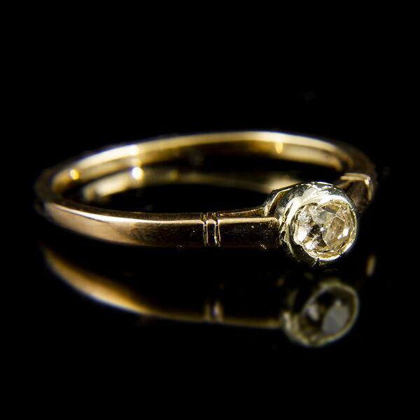 14 karátos rozéarany szoliter gyűrű régi csiszolású gyémánt kővel (0.25 ct)