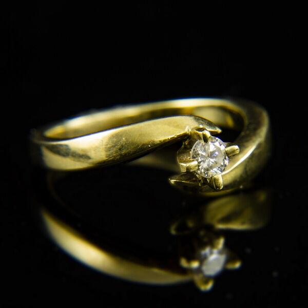 14 karátos sárgaarany eljegyzési gyűrű gyémánt kővel (0.18 ct)