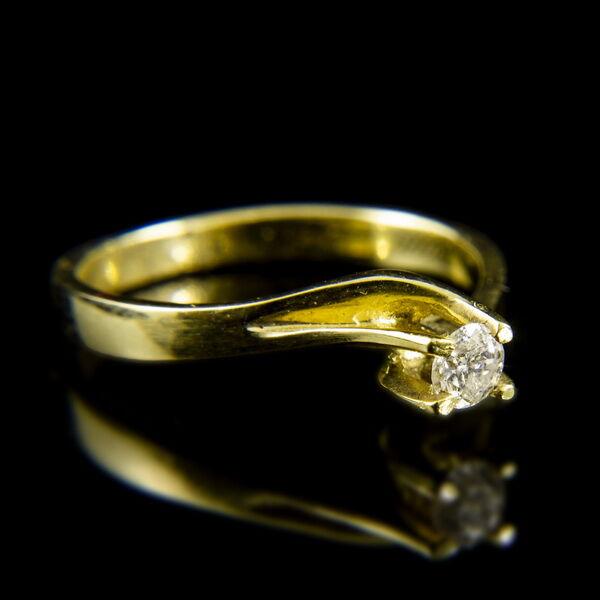 Sárgaarany eljegyzési gyűrű briliáns csiszolású gyémánt kővel (0.20 ct)