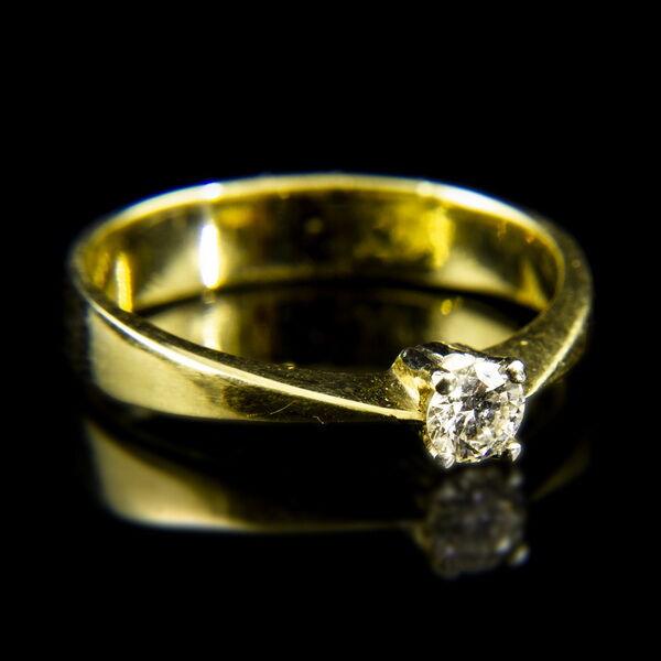 Sárgaarany eljegyzési gyűrű négykarmos foglalatban briliáns csiszolású gyémánt kővel (0.20 ct)