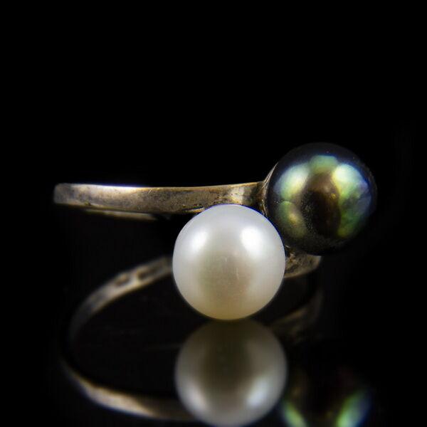 Ezüst Toi et Moi fazonú gyűrű szürkés és fehér gyönggyel