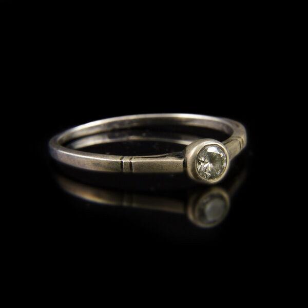Ezüst gyűrű bouton foglalatban cirkónia kővel