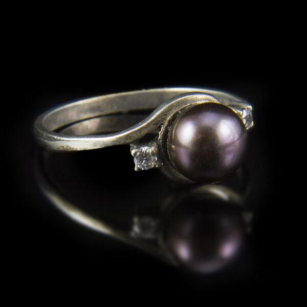 Ezüst gyűrű lilás gyönggyel cirkóniával