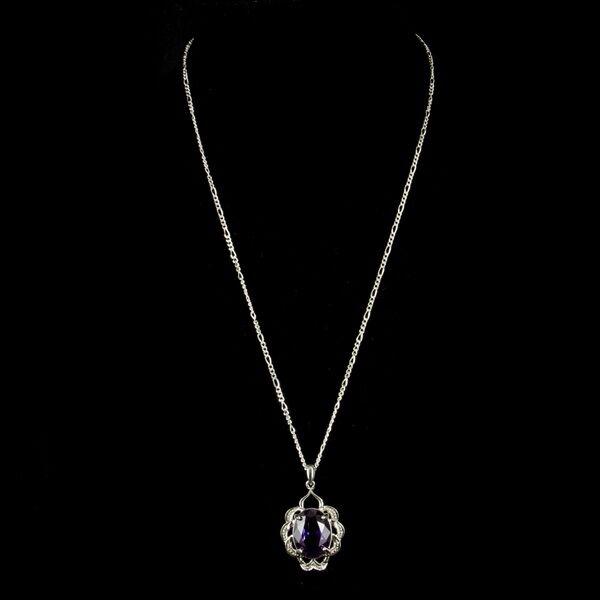 Ezüst nyaklánc lila üvegkővel