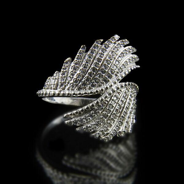 Sterling ezüst gyűrű szárnyas gyűrűfejben üveg kövekkel