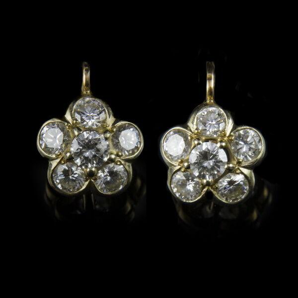 Rozetta fazonú gyémánt köves arany fülbevaló
