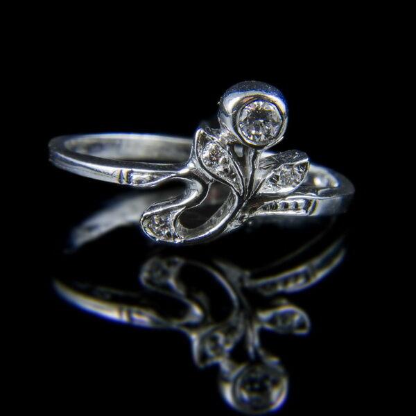 Fehérarany virágos gyűrű gyémánt kővel (0.10 ct)