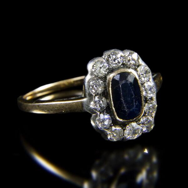 Gyűrű zafírral és gyémántokkal