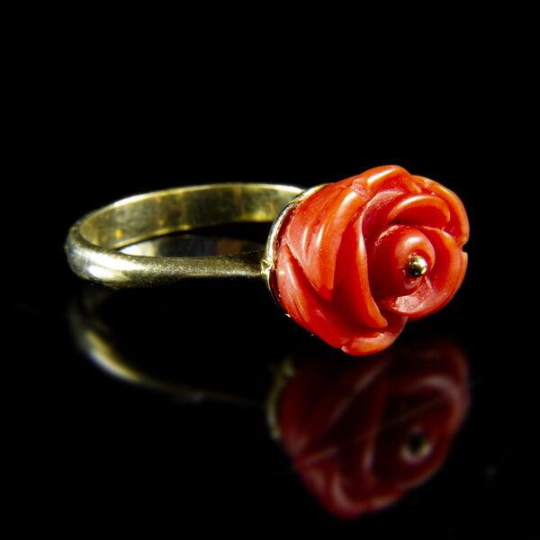 Arany gyűrű korall rózsával