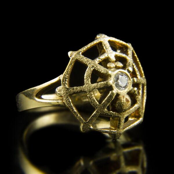 Arany gyűrű pókhálós gyűrűfejben gyémánttal
