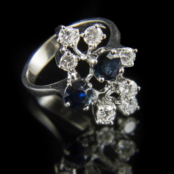 Fehérarany gyűrű zafír dublettel gyémántokkal