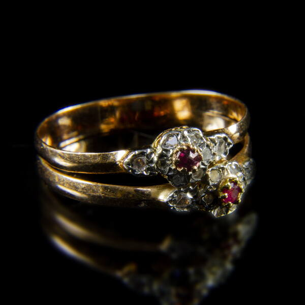 Gyémánt-rubin iker-rozettás női gyűrű