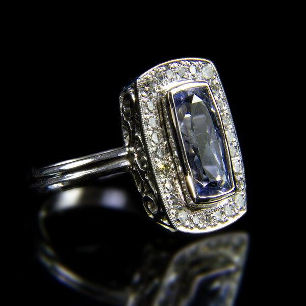 Női fehérarany gyűrű zafír és gyémánt kövekkel