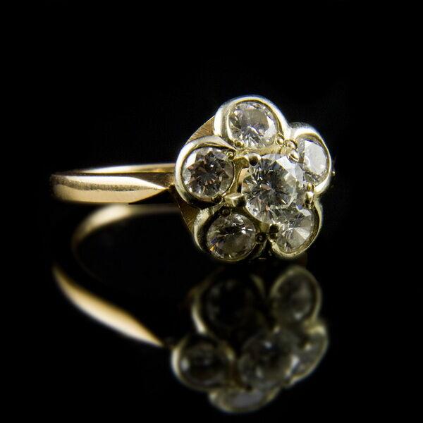 Rozetta fazonú gyémánt köves arany gyűrű