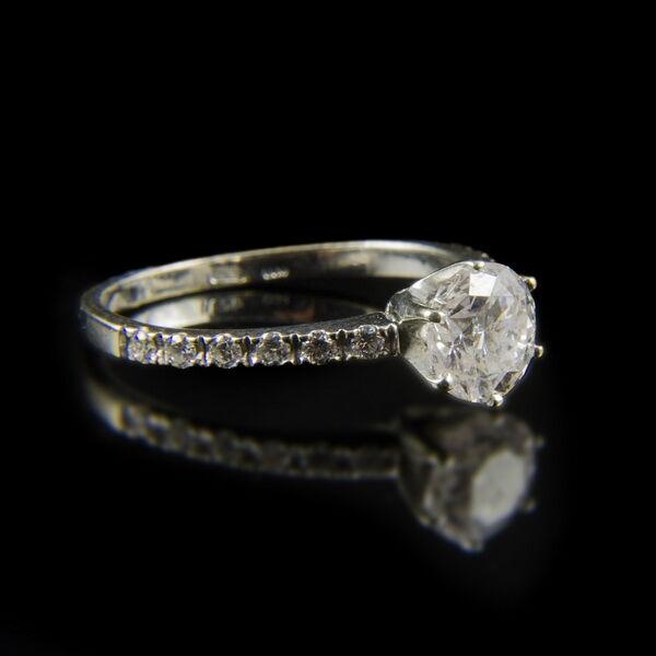 Szoliter fazonú fehérarany gyűrű gyémánt kövekkel