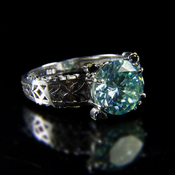 Szoliter gyűrű kék Moissanite kővel