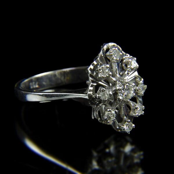 18 karátos fehérarany gyűrű achtkant csiszolású gyémántokkal