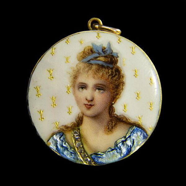 18 karátos arany medál lüszterzománc női portréképpel