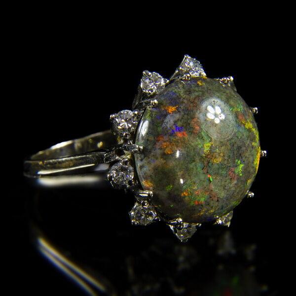 Fehérarany gyűrű opál és gyémánt kövekkel