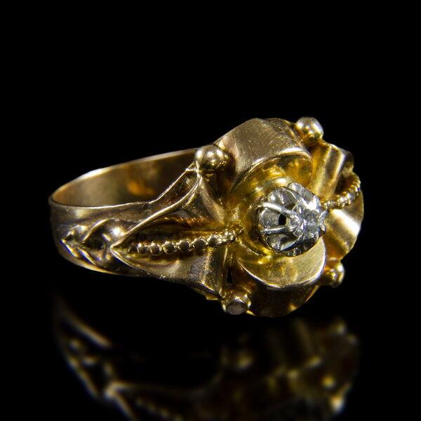 Szoliter fazonú gyémántköves női gyűrű