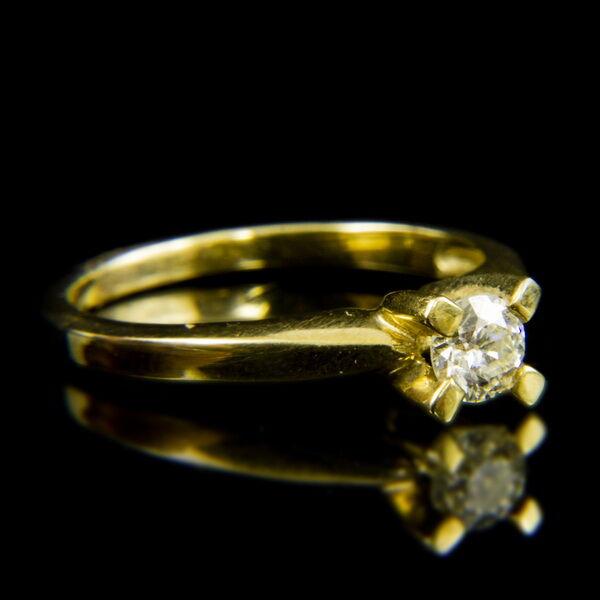 14 karátos sárgaarany eljegyzési gyűrű briliáns csiszolású gyémánt kővel (0.43 ct)