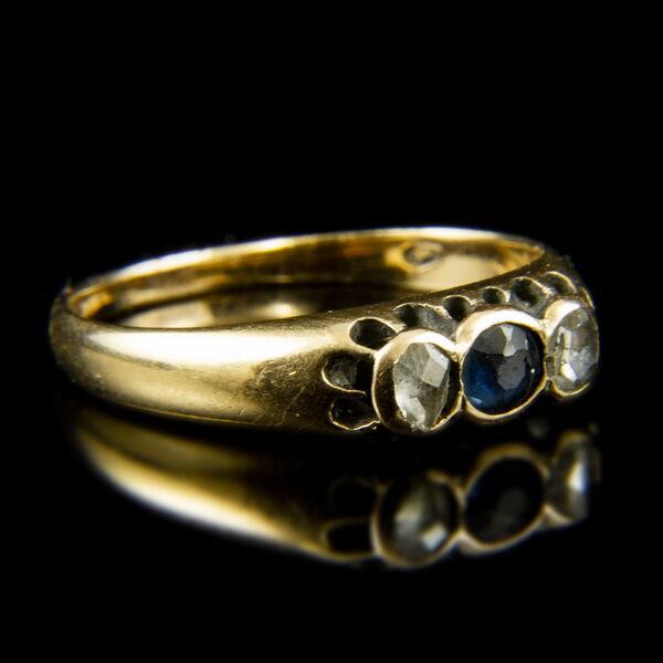 14 karátos sárgaarany gyűrű zafírral és gyémánt kövekkel