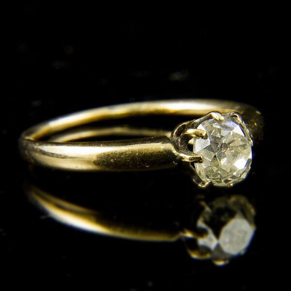 9 karátos sárgaarany szoliter gyűrű régi csiszolású gyémánt kővel (0.95 ct)