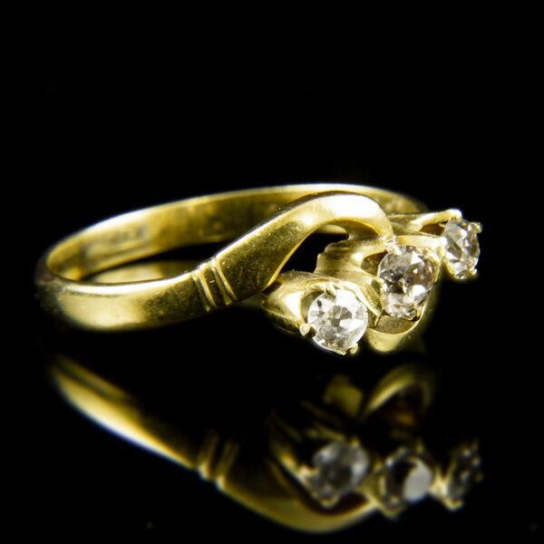 Alliance fazonú 14 karátos sárgaarany gyűrű gyémánt kövekkel