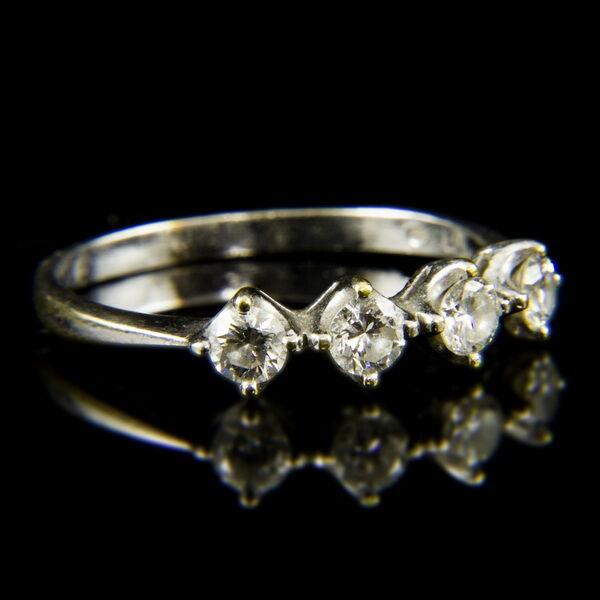 Alliance fazonú 18 karátos fehérarany gyűrű briliáns csiszolású gyémánt kövekkel