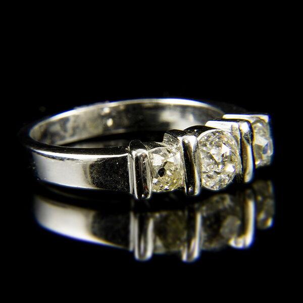 Alliance fazonú fehérarany gyűrű régi csiszolású gyémánt kövekkel