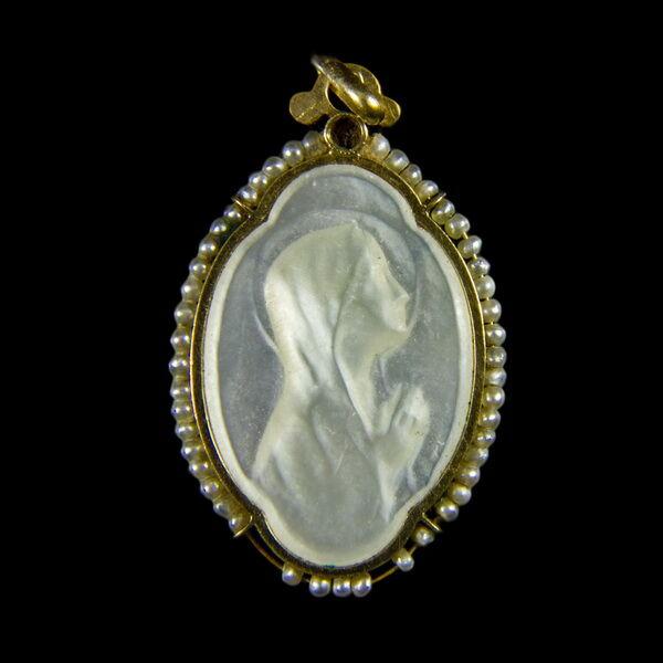 Gyöngyház Mária medál arany keretben