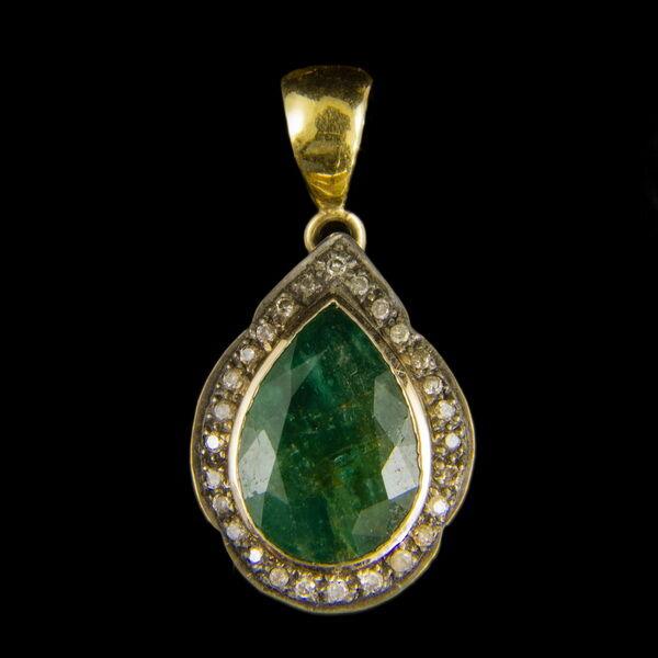 Smaragd és gyémánt köves csepp alakú arany medál