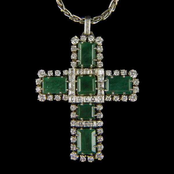 Smaragd és gyémánt köves fehérarany kereszt medál