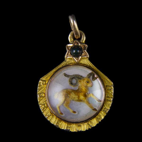 14 karátos zodiákus arany medál gyöngyház lapon KOS