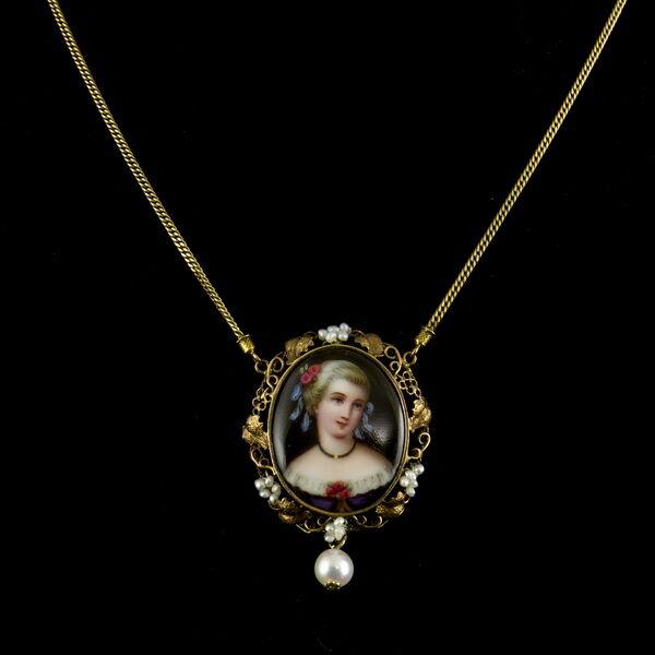 Arany nyaklánc biedermeier női portréval