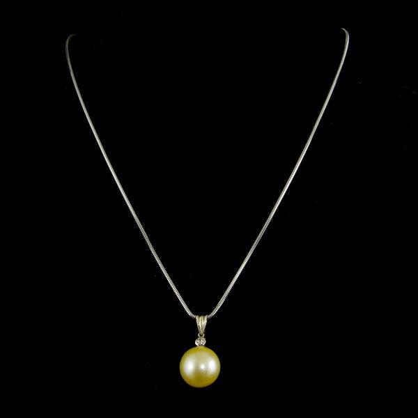 Arany nyaklánc sárgás árnyalatú sósvizi gyöngy függővel