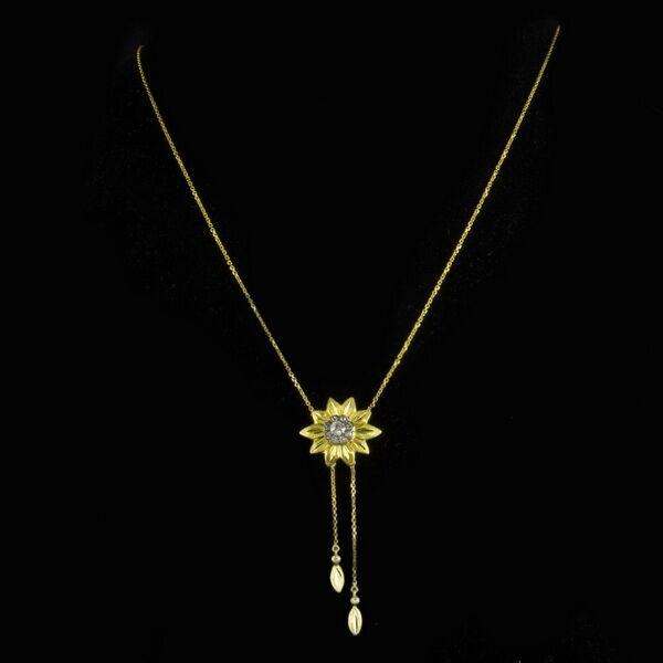 Neglizsé fazonú arany nyaklánc gyémánt rozettával