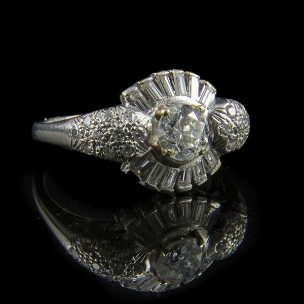 Platina briliáns gyűrű baguette gyémánt kövekkel