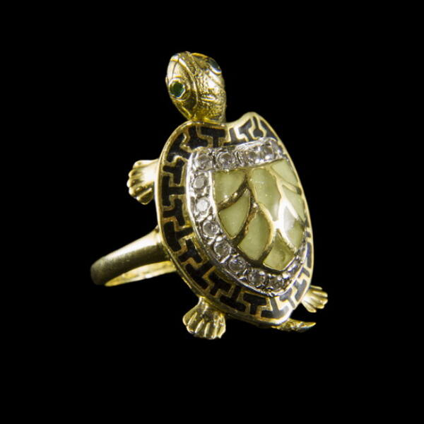 Teknősbéka alakú arany gyűrű zománc díszítéssel