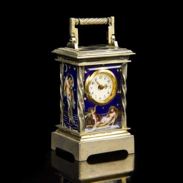 Mini ezüst asztali óra Ámor és Psziché zománc képekkel