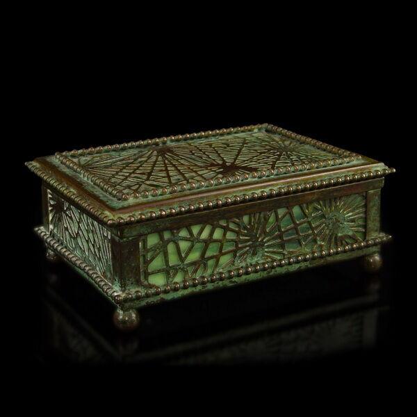 Tiffany Studios New York ékszertartó doboz
