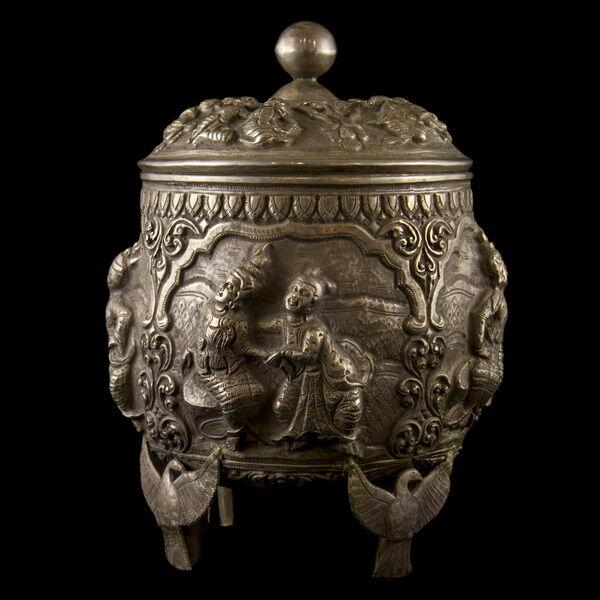 Burmai ezüst fedeles tartóedény 440 gr