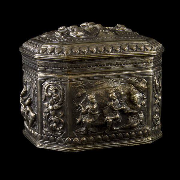 Burmai ezüst fedeles dobozka 423 gr