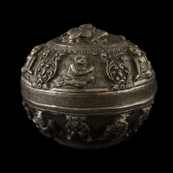 Burmai ezüst fedeles tartóedény (109 gr)