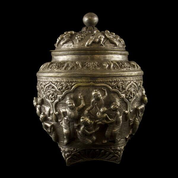 Burmai ezüst fedeles tartóedény 928 gr